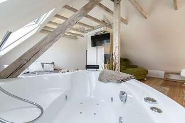 luxussuite mit whirlpool und 3d fernseher 1001367 ferienwohnung essen. Black Bedroom Furniture Sets. Home Design Ideas