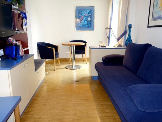 zimmer blue wohnen auf zeit in hamburg 107134 zimmer hamburg. Black Bedroom Furniture Sets. Home Design Ideas
