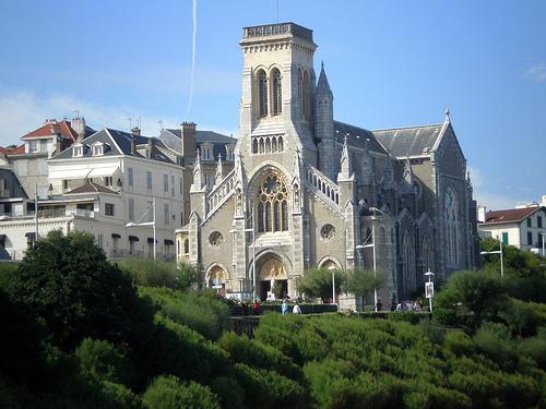 http://img.travanto.de/portale/www.biarritz-travel.com/fotos/4132-Eglise-Sainte-Eugenie-a-Biarritz.jpeg