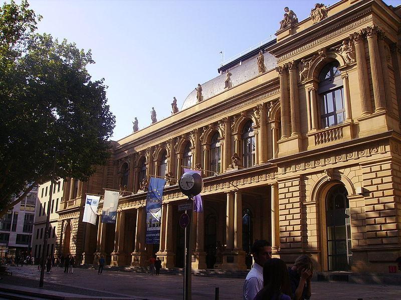 Die alte Börse ist eine der größten Werpapierbörsen der Welt mit Sitz in Frankfurt am Main
