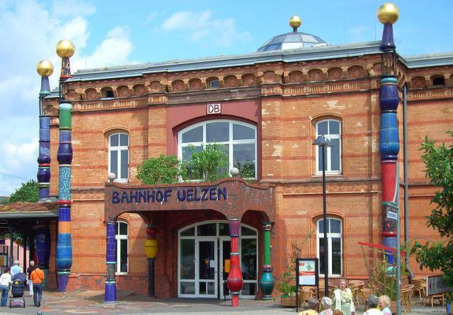 Der Bahnhof in Uelzen wurde vom bekannten Künstler Friedensreich Hundertwasser umgestaltet