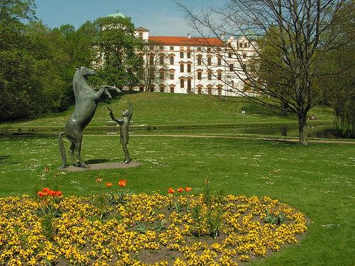 Das Schloss in Celle stammt aus der Renaissance-Zeit und bietet sich ideal für einen Ausflug an