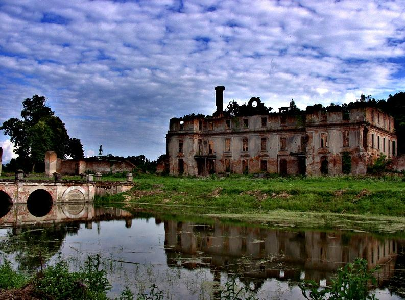 Ruiny pałacu w Słobitach