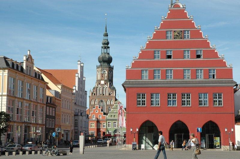 Marktplatz und Rathaus von Greifswald