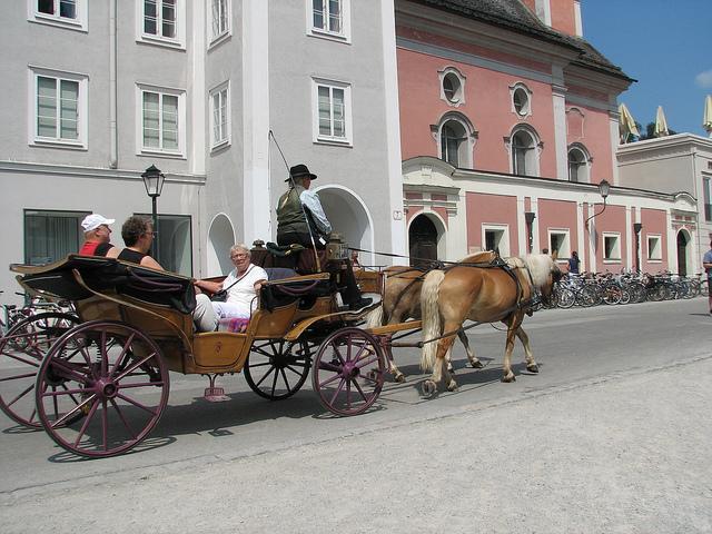 Fahrt mit einem Fiaker durch Salzburg