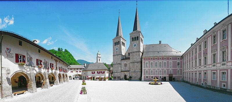 Berchtesgaden Schlossplatz Stiftskirche und Schloss