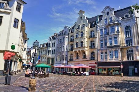 Die Kölner Altstadt im Sommer