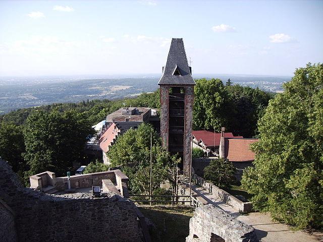 Burg Frankenstein über Rheinebene