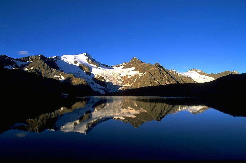 Blick auf Bergsee in den Stubaier Alpen