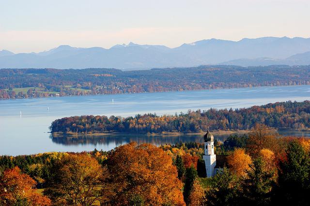 Blick von der Ilkahöhe auf den Starnberger See