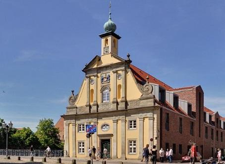 Das Alte Kaufhaus direkt an der Ilmenau
