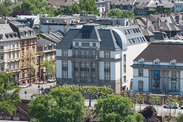 Im Deutschen Filmmuseum werden Themen rund um Film, Fernsehen und Kino behandelt
