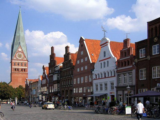 Die Salzstadt Lüneburg hat viele sehenswerte Gebäude aus der Backsteingotik
