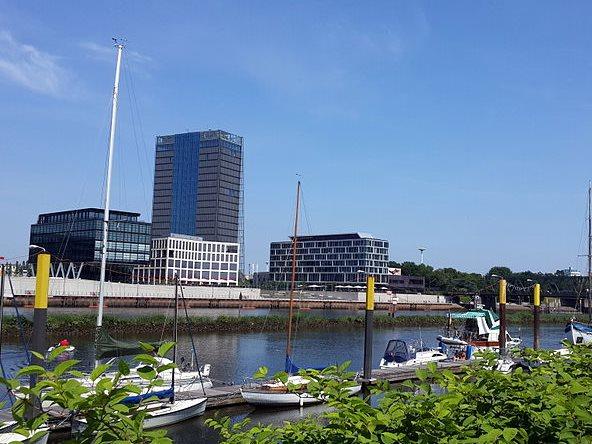 Bremens Überseestadt mit Weser Tower