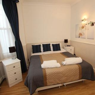 Castletown House, 2 bed self-catering (garden) - London