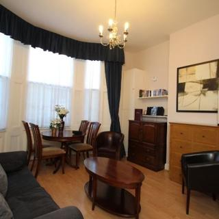 Casteltown House: 1 bed self-catering (grnd floor) - London