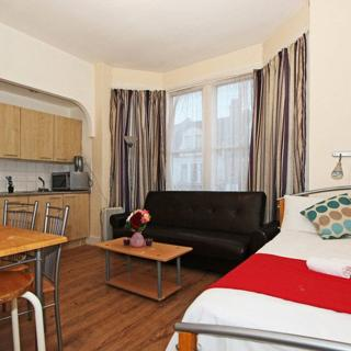 Large studio to rent in London (#DHC) - London