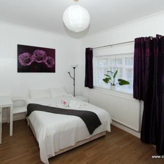 Holiday accommodation for rent  in Willesden Green area- (#ME13)) - London