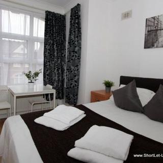 Astandard studio flat in Willeden Green area suitable for 2 people- (#ME8) - London