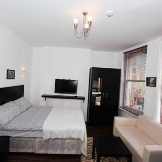 Self catered large studio flat suitable for 2 people in Kilburn (#KK4) - London