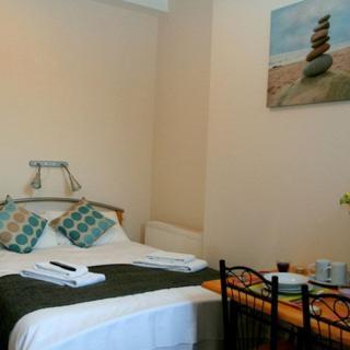 Hotel Alternative SHORT LET in Willesden Junction, London (#OM2) - London