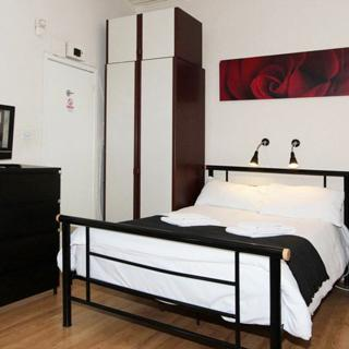 Good size self catered apartment in Swiss Cottage for sgort let. (#SW3) - London