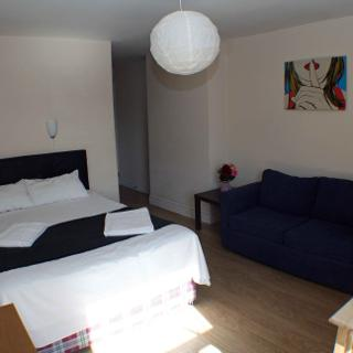 Reasonable rates for short let accommodation. Family holiday in London, Willesden Junction (#T2) - London
