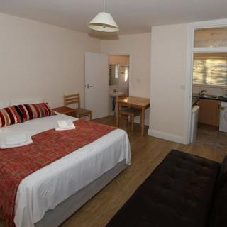 Short let accommodation for reasonable price in London, Willesden Junction (#T4) - London