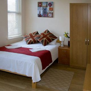 Large self catered apartment in Willesden Junction, London (#T5) - London