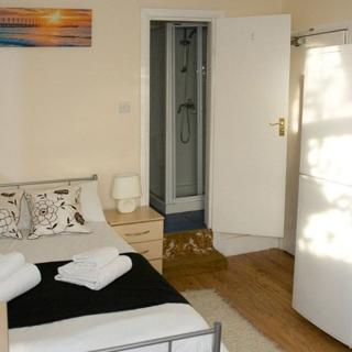 Accommodation suitable for 2 people. Holiday apartment in Willesden Junction, London (#WJD) - London