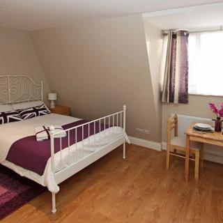 Short rent accommodation in Willesden Green area suitable for 2 people. London (#ML11) - London