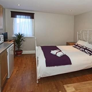 Standard studio flat in London for short term. Willesden Green area (#ML7) - London