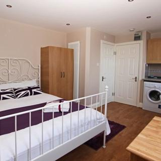 Fantastic accommodation for short stay in London, Willesden Green area (#ML9) - London