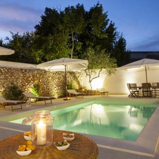 Luxury Courtyard Pool - Racale