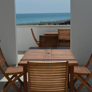 Marini Beachfront Terrace - Lido Marini