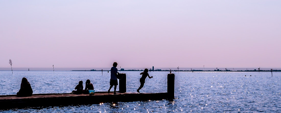 Urlaub in der Ferienwohnung in Husum: Abendliches Bild vom Husumer Hafen