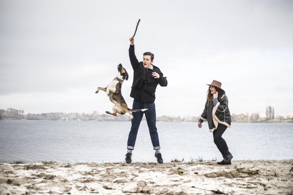 Silvester mit Hund am Meer