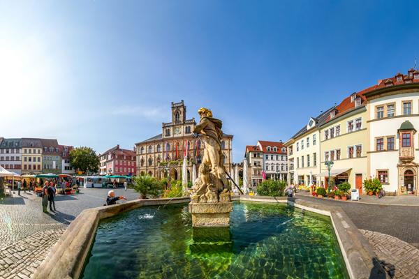 Der Marktplatz in Weimar mit Rathaus
