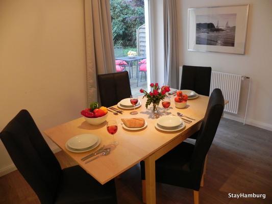 2 zimmer apartment neue flora inkl w lan 1010361 ferienwohnung hamburg. Black Bedroom Furniture Sets. Home Design Ideas