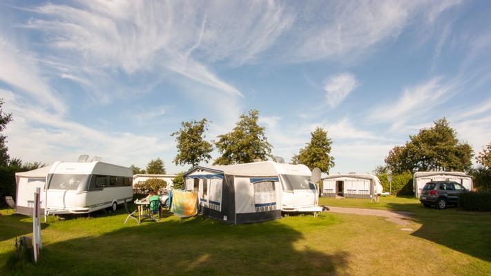 wohnwagen auf dem campingplatz miramar 10297 ferienwohnung fehmarnsund. Black Bedroom Furniture Sets. Home Design Ideas