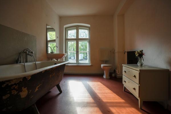 wohnen im schlosspark bienenwohnung i 1019431 ferienwohnung schwante. Black Bedroom Furniture Sets. Home Design Ideas