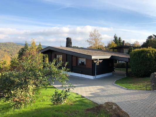 Dachsbau-Holz Blockhaus mit Panoramablick, W-Lan  - Bad Lauterberg
