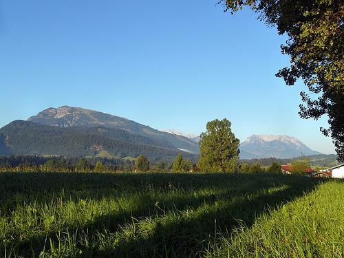 Ausblick vom Maria Hellwig Wanderweg über das Tal von Reit im Winkl