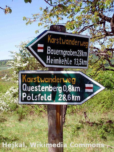 Wandern auf dem Karstwanderweg im Harz