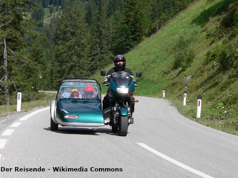 Motorradfahren durch die Berge im Harz