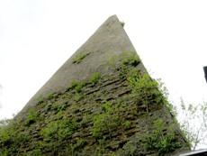 Die Pyramide in Rapa