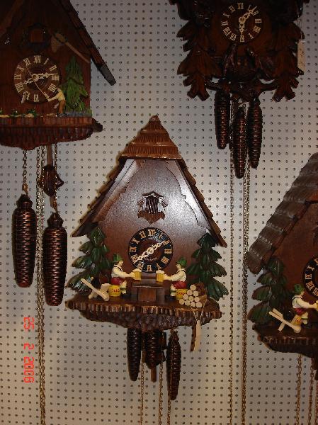 Kuckucksuhr im Uhrmachergeschäft Schwarzwald