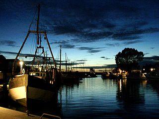 Der Niendorfer Hafen bei Nacht