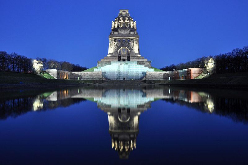 Völkerschlachtdenkmal am Abend