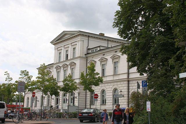 Der Abfahrtsort des Heide-Express ist der Lüneburger Bahnhof